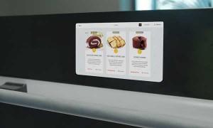 Four à écran avec des recettes de cuisine